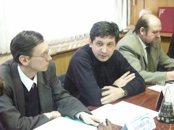 Айдар Абдуллаев на пресс-конференции, посвященной вступлению в силу нового Жилищного кодекса РФ (в центре), 25 КБ